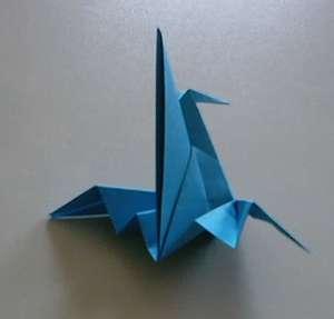 ... adalah kesenian melipat kertas yang diperkenalkan sejak kertas pertama